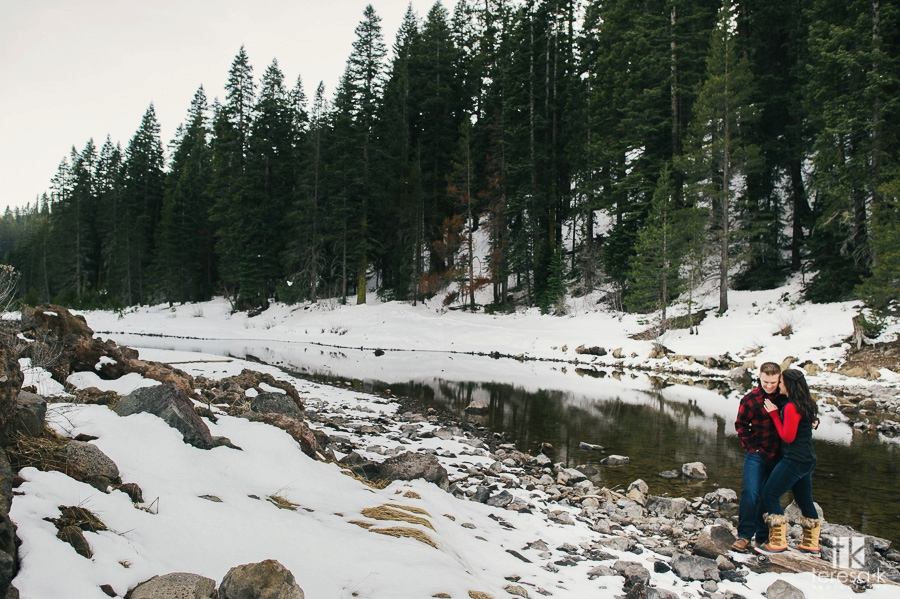 Winter-Lake-Tahoe-Engagement-Session-13