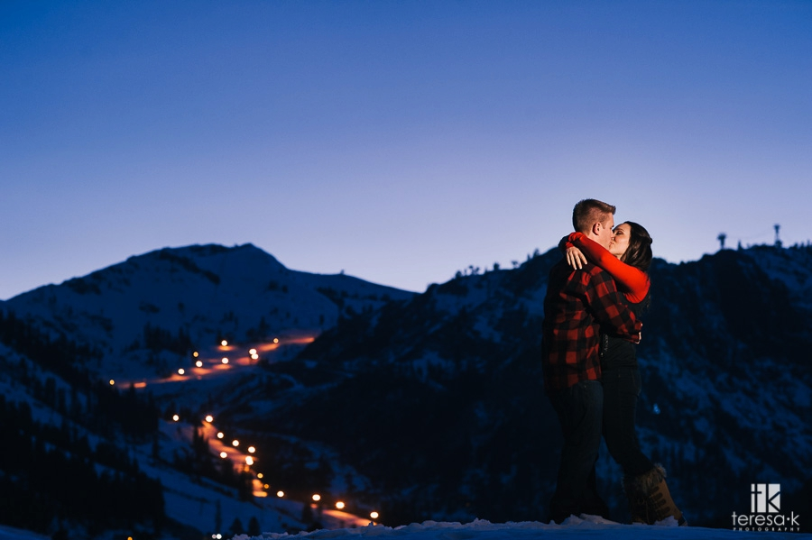 Winter-Lake-Tahoe-Engagement-Session-19